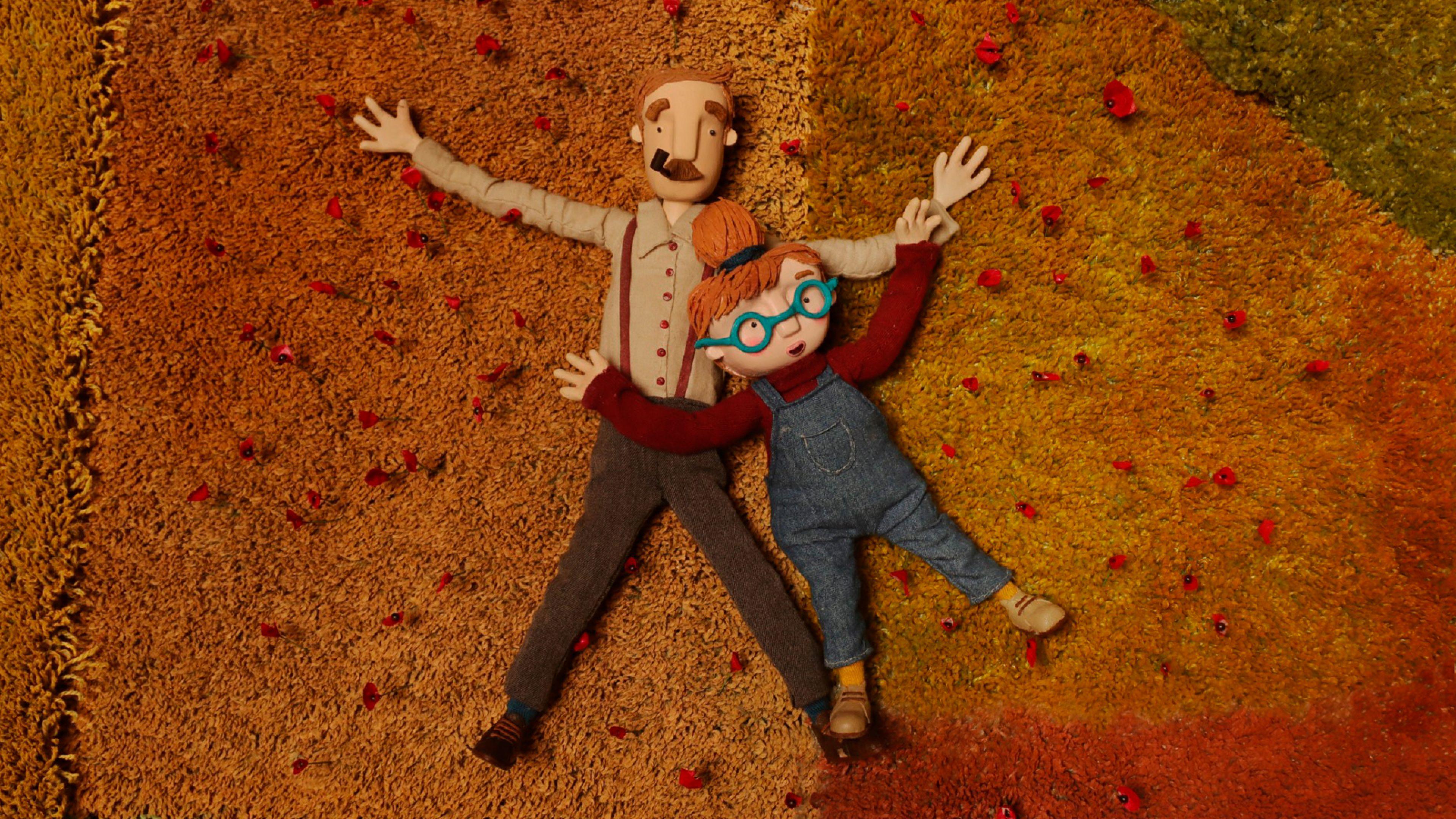 Filmstill aus einem Animationsfilm: Ein Mann mit einer Pfeife im Mund und ein rothaariges Mädchen mit Brille liegen nebeneinander auf dem Fußboden.